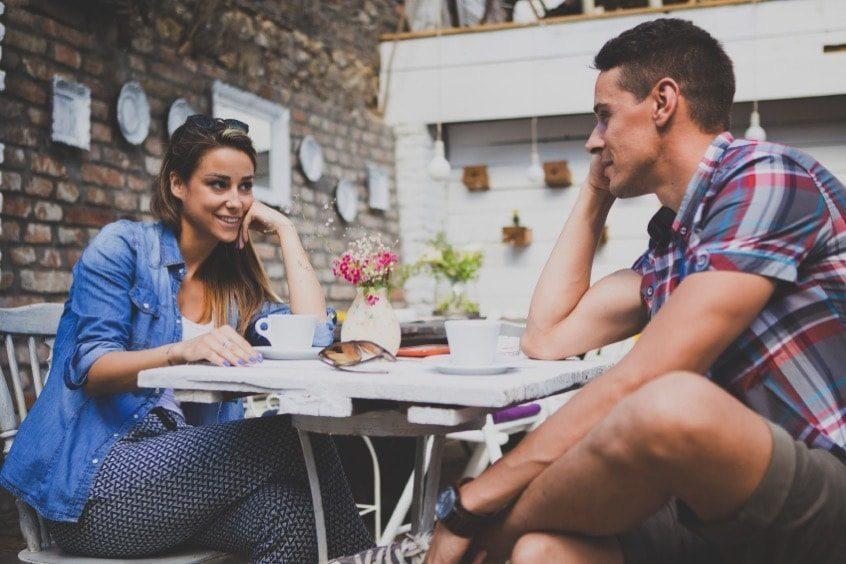 Comment se débute une rencontre amoureuse ?