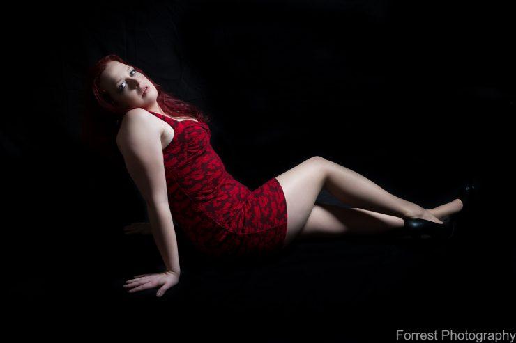 Femme mature dans une posture sexy